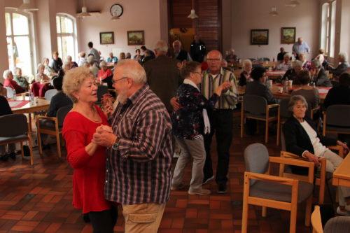 Senioren tanz cafe im westerburger ratssaal for Westerburg kuchen