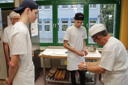 B ckerlehrlinge bereichern kuchentheke beim westerburger for Westerburg kuchen