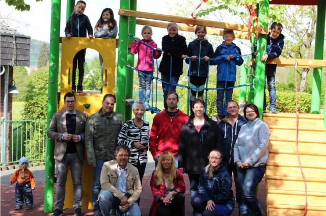 Klettergerüst Stahl : Klettergerüst an der grundschule kaden feierlich eingeweiht