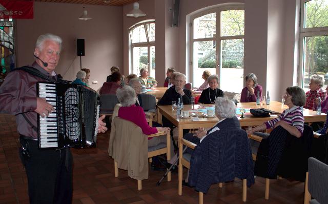 Kulturring und stadt westerburg laden erneut zum tanz caf ein for Westerburg kuchen